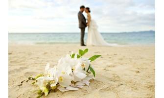 Άνοιξαν οι εκκλησίες. Τι γίνεται με τους γάμους και τις βαφτίσεις;